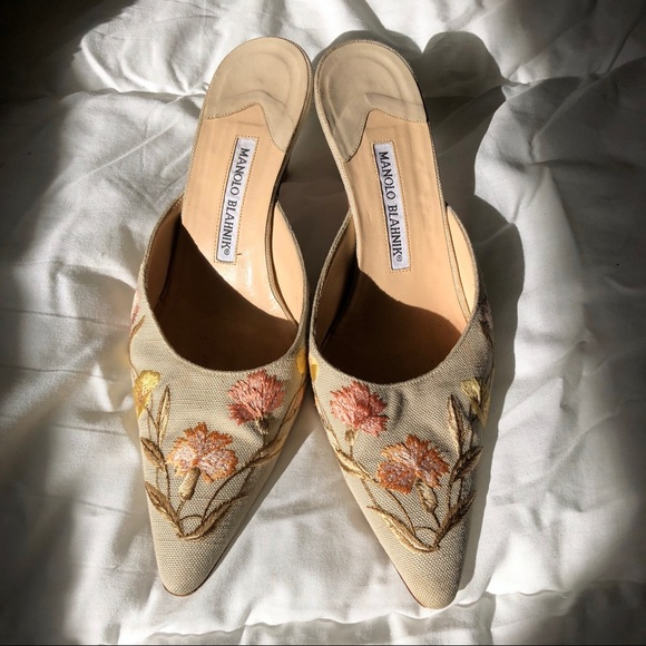 adf5ee2306 Manolo Blahnik Shoes | Floral Embroidered Kitten Heels | Poshmark
